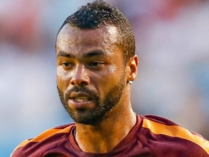 Ashley Cole končí v AS Řím a míří do MLS