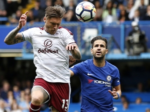 Dohrávky Premier League – Burnley chce proti Chelsea dohnat Arsenal. United hrají s Cherries